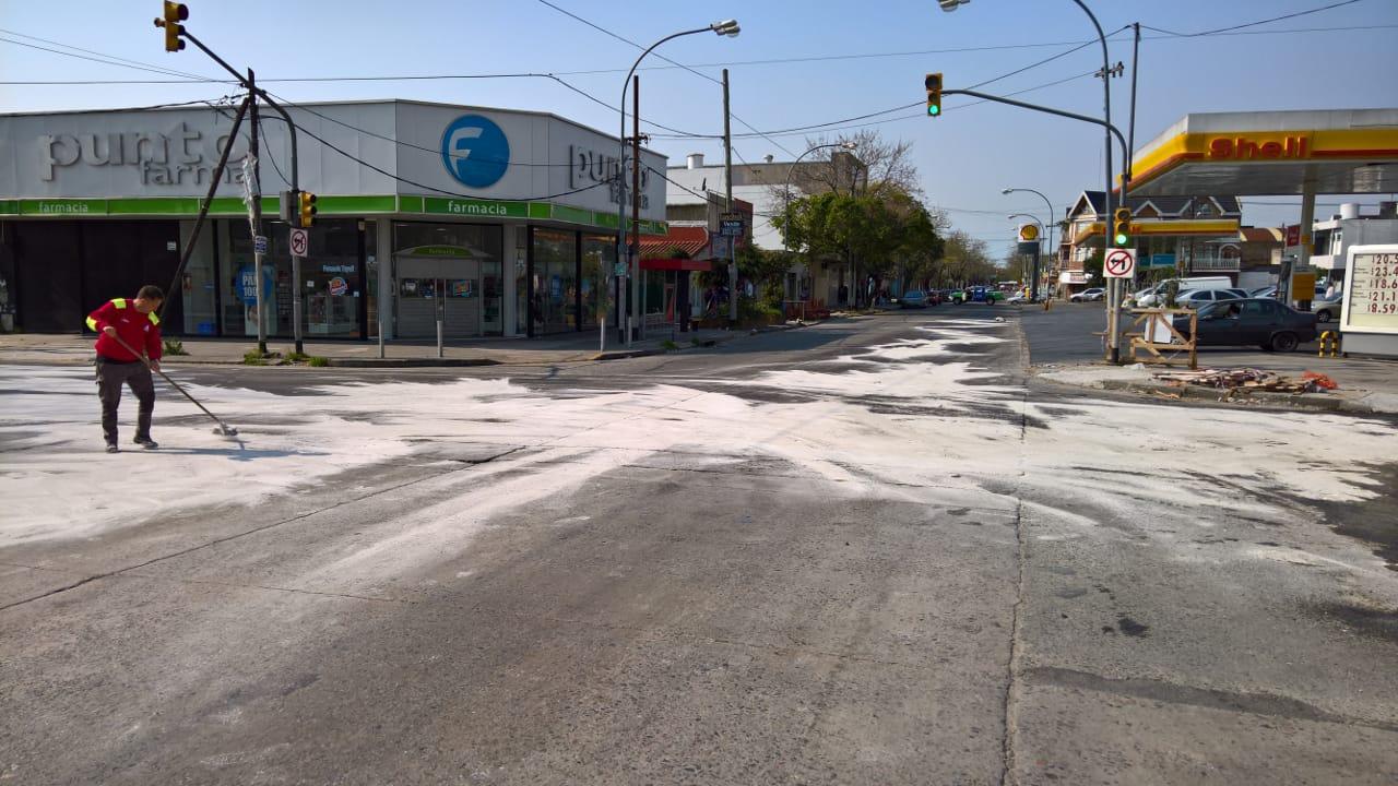 Derrame de Gasoil en la via publica (2)