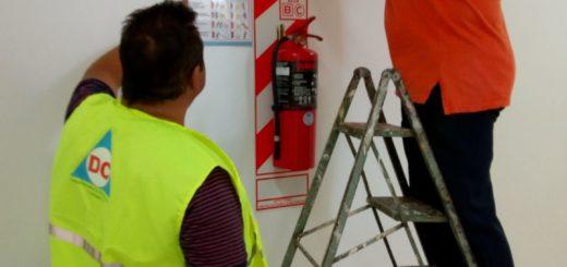 Colocación y recamio de extintores de parte de Defensa Civil2 - Diego Kravetz